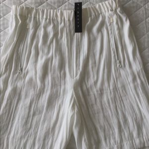 Theory women shorts. NWT.Size S. Retail $ 150